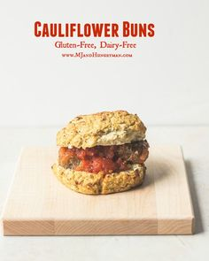 Cauliflower Bread A gluten-free alternative to traditional hamburger buns that you can pick up with your hands! These low-carb cauliflower buns are super easy to make and taste exceptional! Almond Recipes, Gluten Free Recipes, Low Carb Recipes, Cooking Recipes, Healthy Recipes, Healthy Pizza, Bread Recipes, Cauliflower Bread, Cauliflower Recipes