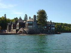 Called Granot Loma, this gigantic log cabin sits on the shores of Lake Superior, north of Marquette, Michigan. Large Log Cabins, National Landmarks, Upper Peninsula, Expensive Houses, Lake Superior, Log Homes, Cabin Homes, Decoration, Worlds Largest