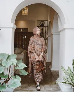 Model Kebaya Brokat Modern, Kebaya Modern Hijab, Modern Hijab Fashion, Batik Fashion, Kaftan Batik, Batik Kebaya, Kebaya Dress, Kebaya Hijab, Dress Pesta
