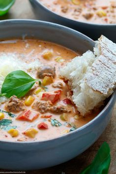 Schnelle Pizzasuppe Bergsteiger-Art - emmikochteinfach Fast Pizza Soup Mountaineer Art The simple re Easy Soup Recipes, Pizza Recipes, Grilling Recipes, Meat Recipes, Dinner Recipes, Paleo Recipes, Free Recipes, Minced Meat Recipe, Pizza Soup