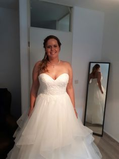 18-5-2017 bruidskapsel en bruidsmakeup #wimperextensions #Gellak   compleet pakket https://hairclusief.nl  #bridal #bridalstyling #bridalhair