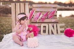Outdoor cake smash idea, baby girl