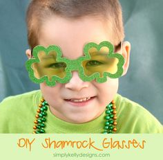 DIY Glittery Shamrock Glasses | Simply Kelly Designs *Cutest St Patrick's Day craft EVAH!!!*