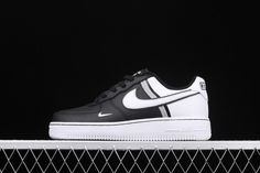Mens Autumn Shoes Nike Air Force 1 Black White - Mens Fashion - Best Shoes World Mens Winter Shoes, Winter Running Shoes, Fall Shoes, Running Shoes For Men, Nike Air Force Ones, Nike Shoes Air Force, New Nike Air Force, Sneakers For Sale, Sneakers Nike