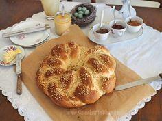 Einen fluffigen Osterkranz backen: Eine Anleitung   KleineLoeffelHase Diy Tutorial, Easter Activities, Table, Tutorials, Bakken