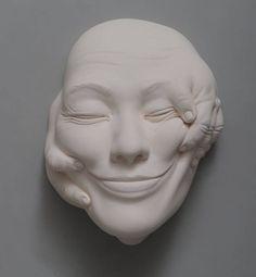 A cerâmica é sem dúvida uma das coisas mais incríveis pra um artista aplicar sua arte. Trabalhar com uma massa molhada e ir modelando aos poucos enquanto el