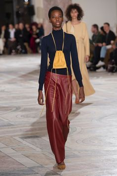 Jacquemus Fall 2018 Ready-to-Wear fashion show now on Vogue Runway.
