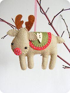 PDF pattern Rudolph the red-nosed reindeer. Felt di iManuFatti