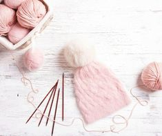 When you're knitting your first hat, the hardest part can just be planning the whole thing out. Learn how many stitches to cast on for your next hat! Knitting Help, How To Start Knitting, Knitting Videos, Easy Knitting, Knitting Patterns Free, Knitting Projects, Knitting Tutorials, Baby Sweater Patterns, Hat Patterns
