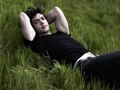 Ethan Peck... love his deep voice!