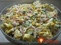 Tento šalátik je rýchlym a fantastickým tipom na obed alebo ľahkú večeru. Môžete ho obmieňať na tisíc spôsobov, určite si zakaždým skvele pochutnáte Tortellini Salad, Pasta Salad, European Dishes, Cooking Recipes, Healthy Recipes, Side Salad, Easy Chicken Recipes, Fusilli, Recipes