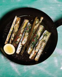 Navajas al Ajillo - Razor clams garlic style. Fresh #food perfect for a #dinner #party. Follow the agfg link to the #recipe