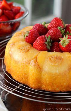 Postres - Desserts - Pineapple Bundt Cake with Sweet Strawberries Recipe Sweet Recipes, Cake Recipes, Dessert Recipes, Bunt Cakes, Cupcake Cakes, Pineapple Desserts, Kolaci I Torte, Pudding Desserts, How Sweet Eats