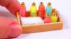 DIY miniature soap bottles for dolls and dollhouse DIY mini soap bottles miniatures / dollhouse crafts / diy tutorials miniature doll shampoo bottle Diy arts. Diy Doll Miniatures, Dollhouse Miniature Tutorials, Miniature Crafts, Miniature Dolls, Shampoo Bottle Diy, Diy Shampoo, My Doll House, Miniature Bottles, Barbie Furniture