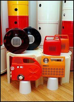 Rádios antiguinhos e coloridos