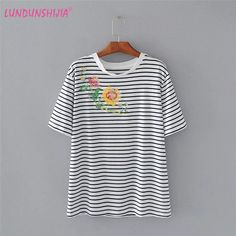 LUNDUNSHIJIA Female T-Shirt 2017 Summer Women Flowers Embroidery Stripe Loose Cotton T-shirts Short Sleeve O-neck Ladies Top