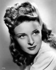 1940s glamorous hairstyles: Evelyn Ankers