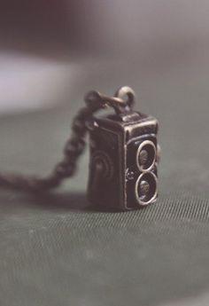 Camera Necklace. <3