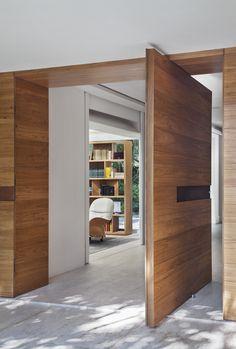 Residência Brise / Gisele Taranto Arquitetura @GT_Arquitetura #entry #entrance #door #doorway #hall #freijo
