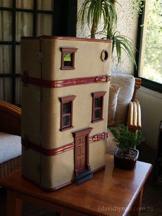 A vintage suitcase re-purposed as a ... dollhouse!