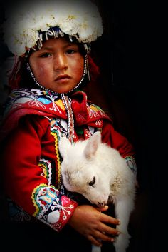 Girl from native Quechua Indians around Cuzco Peru! Precious Children, Beautiful Children, Beautiful People, We Are The World, People Around The World, Animals For Kids, Cute Animals, Peruvian People, Foto Top