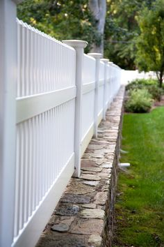 Matte finish Patio White PVC vinyl fence from Illusions Vinyl Fence installed on a gorgeous rock wall. White Vinyl Fence, Vinyl Fence Panels, Vinyl Privacy Fence, Vinyl Railing, White Picket Fence, Vinyl Fencing, Wood Vinyl, Pvc Vinyl, Painted Wood Fence