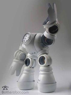 bottlerobot-robots-trozos-botellas-plasticas--L-lBl8fq.jpeg (600×800)