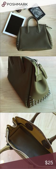 Gum bag Olive green gum bag made in Italy  missing one of the spikes Bags