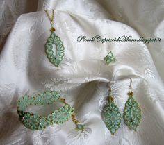 Piccoli Capricci: Filo Verde e Perline Dorate per la Parure al Chiacchierino