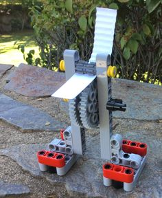 Corrugated paper machine.  Màquina per ondular paper - Lego