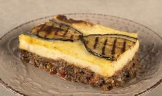 Vegan moussaka by the Greek chef Akis Petretzikis. Make this traditional recipe with a twist! Mushrooms, eggplants, and potatoes for the best vegan moussaka! Vegan Moussaka, Moussaka Recipe, Why Vegan, Vegan Vegetarian, Vegan Meals, Vegan Food, Greek Recipes, Raw Food Recipes, Foods That Contain Gluten
