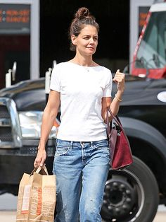 Star Tracks: Wednesday, September 28, 2016 | COZY & CASUAL | A dressed down Katie Holmes totes bags through Westlake Village, California, on Tuesday.
