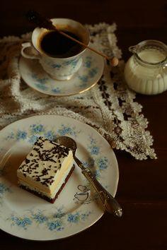 Pe langa deserturile cu fructe de sezon, am vrut sa pregatesc o prajitura cu crema si m-am oprit la o prajitura vazuta la Mirela . A fost al... Tiramisu, Biscuits, Deserts, Pudding, Sweets, Ale, Cream, Ethnic Recipes, Food