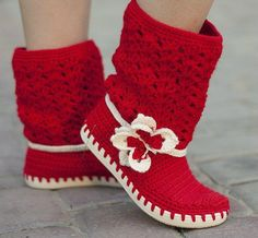 Crochet boots :: Love the boot tops. Guess you need a sharp needle to stitch trough the sole...