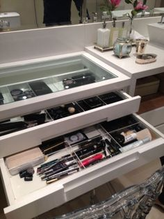 Make up drawer ❤ Walk In Closet Inspiration, Rich Home, Vanity Room, Hygge Home, Small Closets, Bedroom Layouts, Beauty Room, Dressing Table, My Room
