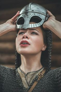 Archaeologists found out the Viking shieldmaiden burial. It includes the Oseberg burial mound and the burial in Birka. Female Armor, Female Knight, Warrior Girl, Warrior Princess, High Fantasy, Medieval Fantasy, Story Inspiration, Character Inspiration, Fantasy Characters