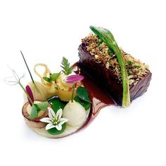 Wagyu short rib, celery, onions, and leeks by chef Jan Hartwig of Atelier in Munich, Germany. © Atelier - See more at: theartofplating. Food Design, Gourmet Recipes, Cooking Recipes, Michelin Star Food, Think Food, Short Ribs, Molecular Gastronomy, Food Plating, Plating Ideas