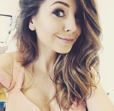 The gorgeous 💗 Hair & Make-up by me Another look from our photoshoot! Zoella Hair, Zoella Beauty, She Was Beautiful, Gorgeous Hair, Beautiful People, Selfies, Zoe Sugg, Celebs, Celebrities