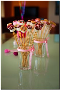 Cake pops birthday display sticks ideas for 2019 Candy Table, Candy Buffet, Dessert Table, Party Treats, Party Snacks, Party Desserts, Marshmallow Pops, Partys, Oreo Pops