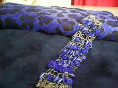 brazalete tejido   al crochet  con  aplicaciones de rueditas de murano