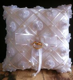 Ring Bearer Pillows, Ring Pillows, Wedding Pillows, Ring Pillow Wedding, Pillow Crafts, Ribbon Embroidery Tutorial, Ring Holder Wedding, Diy Cushion, Cloth Pads