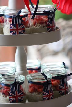 Whether you fancy a retro street party celebration or your own Royal wedding. We have some beautiful ideas to bring your Union Jack Wedding theme to life. London Theme Parties, British Themed Parties, Royal Tea Parties, London Party, British Party, British Wedding, England Party, Strawberries And Cream, Union Jack