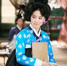 Song Hye-Kyo in hanbok