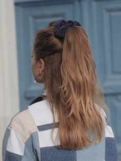 hairstyle ideas for long hair casual / hairstyle ideas for long hair ; hairstyle ideas for long hair casual ; hairstyle ideas for long hair easy ; hairstyle ideas for long hair curls Pretty Hairstyles, Easy Hairstyles, Girl Hairstyles, Hairstyle Ideas, Female Hairstyles, Hairstyles 2018, Hairstyles Tumblr, Medium Hair Hairstyles, Scrunchy Hairstyles