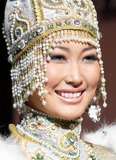 якутская девушка - Yakut girl Cultures Du Monde, World Cultures, Most Beautiful Women, Beautiful People, Vietnam Costume, Beauty Around The World, Russian Beauty, Folk Costume, Costumes