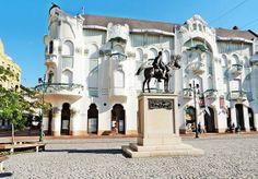 Szeged---REÖK palota a lovas szoborral. Hungary. Foto: Erzsébet losonczi Hungary Travel, Heart Of Europe, Gaudi, Plan Your Trip, Homeland, Czech Republic, Austria, Castles, Art Nouveau