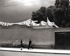 Qué Chiquito es el Mundo (How Small the World Is) photo by Manuel Álvarez Bravo, 1942. Found on melisaki.tumblr.com