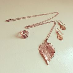 Our rosegold raspberry leaves x Chupi Raspberry, Arrow Necklace, Rose Gold, Leaves, Jewellery, Chic, Pretty, Bags, Accessories