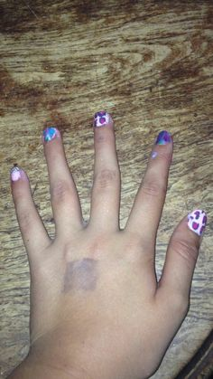 LOOK WHAT I DID TO MY NAILS😀