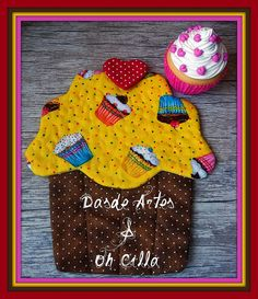 Mug Rug Cupcake by **DASDE Artes!**, via Flickr